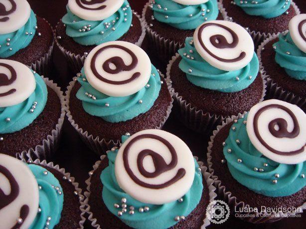 Cupcake com Arroba | Confeitaria da Luana