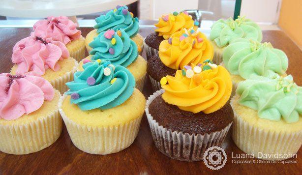 Cupcakes Coloridos para Festa | Confeitaria da Luana