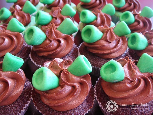Cupcake do Shrek de Chocolate | Confeitaria da Luana