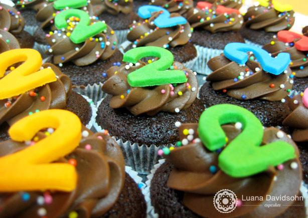 Cupcake 2 anos | Confeitaria da Luana