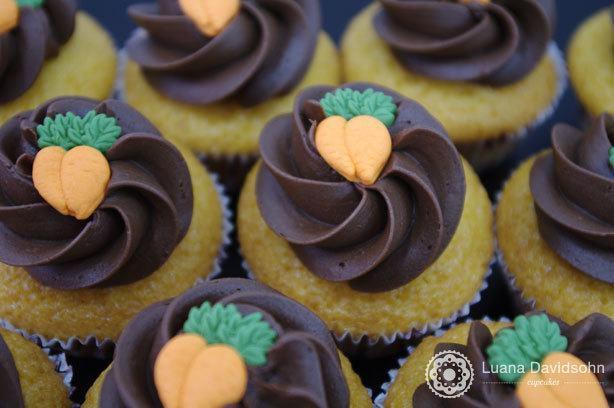 Cupcake de cenoura com chocolate | Confeitaria da Luana