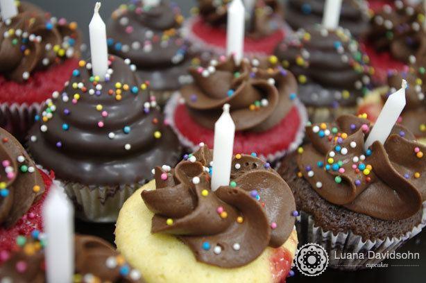 Cupcakes Variados com Velas | Confeitaria da Luana