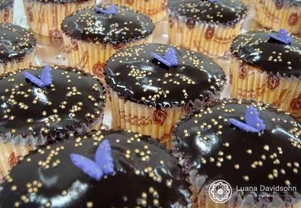 Cupcake cenoura com borboleta | Confeitaria da Luana