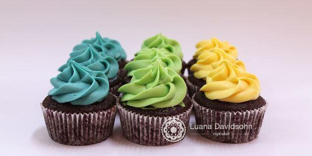 Cupcakes Cores Bandeira | Confeitaria da Luana