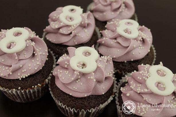 Cupcake Lilás 8 anos | Confeitaria da Luana
