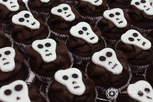 Cupcakes de Caveiras e Morcegos | Confeitaria da Luana