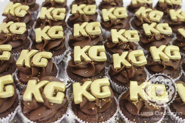 Cupcake para Noivado dourado   Confeitaria da Luana