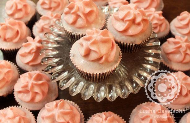 Festa de debutante rosa e preto | Confeitaria da Luana