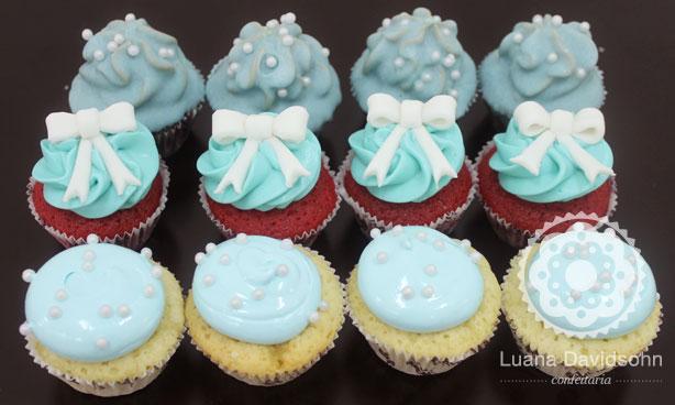 Cupcakes azuis e pérolas | Confeitaria da Luana