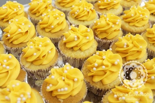 Cupcakes Mesa Batizado | Confeitaria da Luana