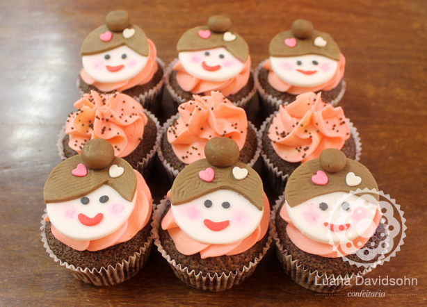 Cupcakes com Bonequinhas | Confeitaria da Luana