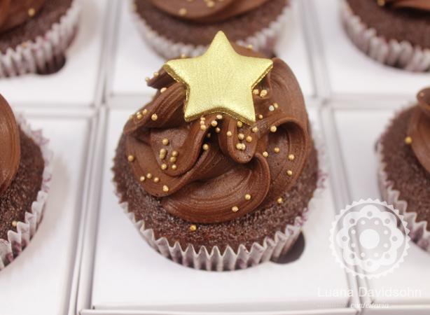Cupcakes e Estrelas Douradas | Confeitaria da Luana