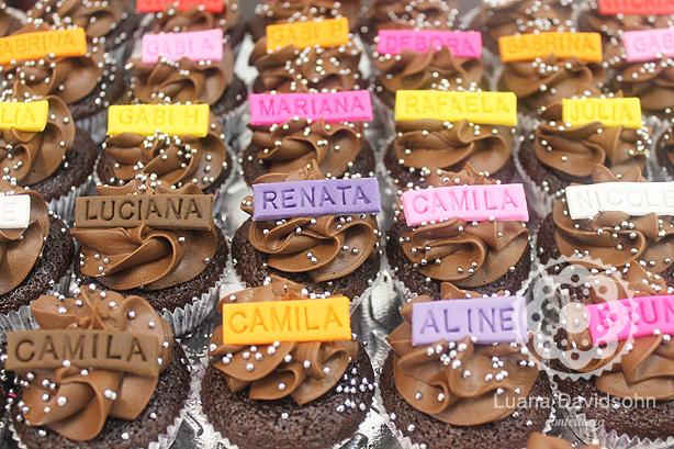 Cupcakes com Nomes Coloridos | Confeitaria da Luana