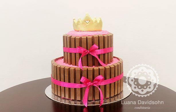 Bolo Kit Kat 2 andares Princesa | Confeitaria da Luana
