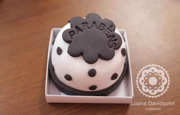 Mini Bolos Parabéns | Confeitaria da Luana