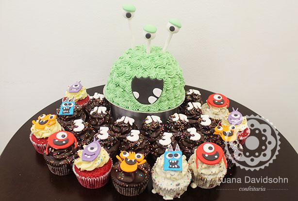 Monstros: Bolo e Cupcakes | Confeitaria da Luana