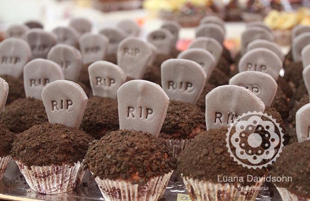 Cupcake RIP de Chocolate | Confeitaria da Luana