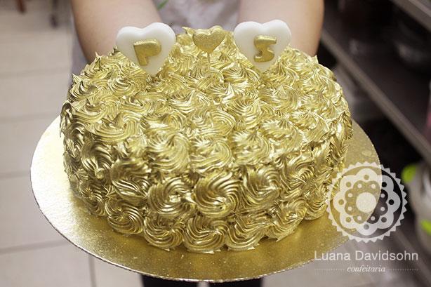 Bolo de noivado dourado | Confeitaria da Luana