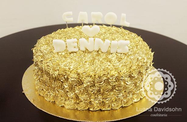 Bolo para Noivado Dourado Carol e Dennis | Confeitaria da Luana