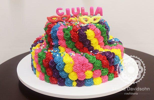 Bolo de Carnaval todo colorido | Confeitaria da Luana
