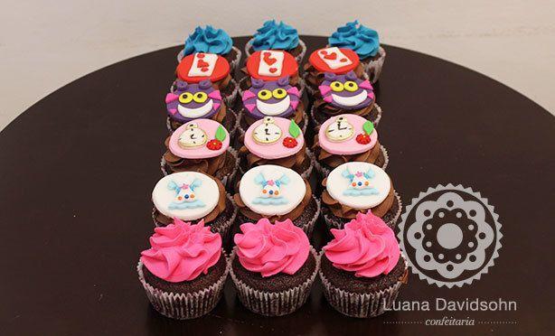 Cupcake Alice no País das Maravilhas | Confeitaria da Luana