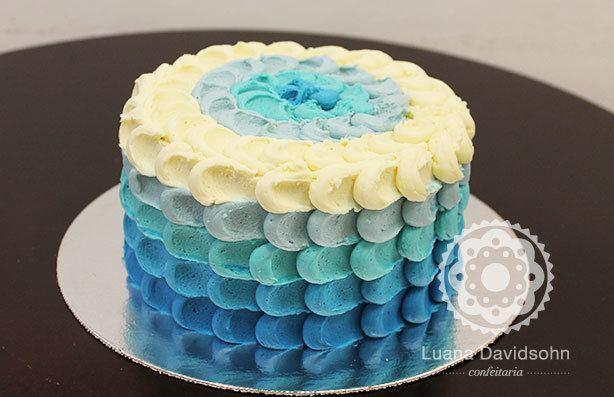 Bolo degradê Azul e Branco