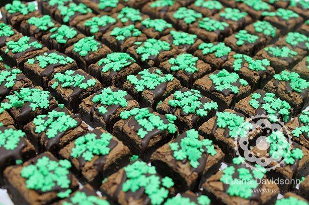 Mini Brownies com Trevos | Confeitaria da Luana