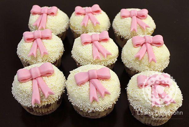 Cupcake de Laço e Bolinha | Confeitaria da Luana