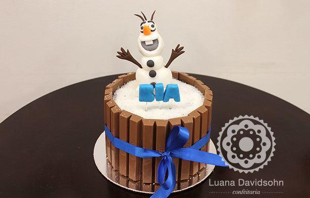 Bolo Olaf Kit Kat Frozen | Confeitaria da Luana