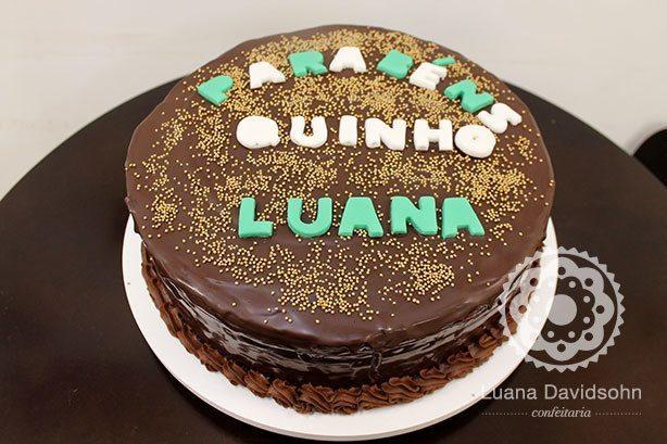 Bolo de Parabéns com Casquinha | Confeitaria da Luana
