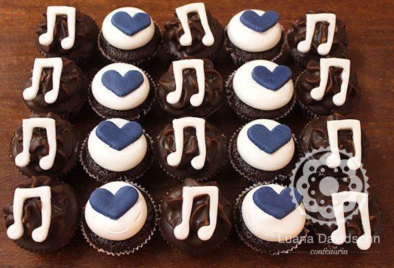 Cupcake de Chá de Bebê Corações e Música | Confeitaria da Luana