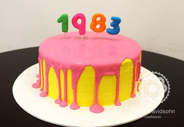 Bolo colorido de aniversário | Confeitaria da Luana