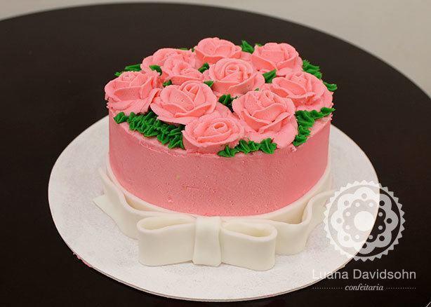 Bolo para Mulher com Rosas e Laço | Confeitaria da Luana