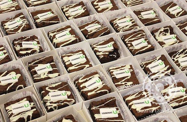 Brownies Logo Aniversário Empresa | Confeitaria da Luana