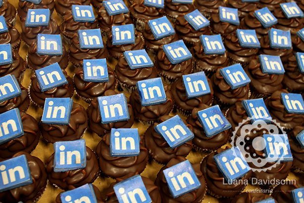 Cupcakes Logo LinkedIn | Confeitaria da Luana