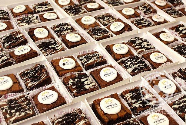 Brownies com Logomarca Natura | Confeitaria da Luana