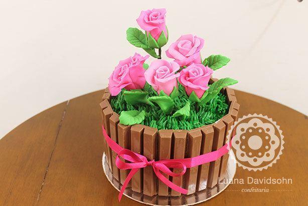 Bolo de Flores com Kit Kat | Confeitaria da Luana