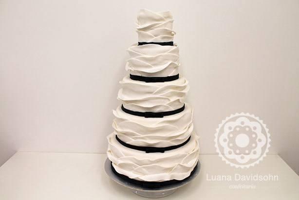 Bolo Branco e Preto Casamento | Confeitaria da Luana