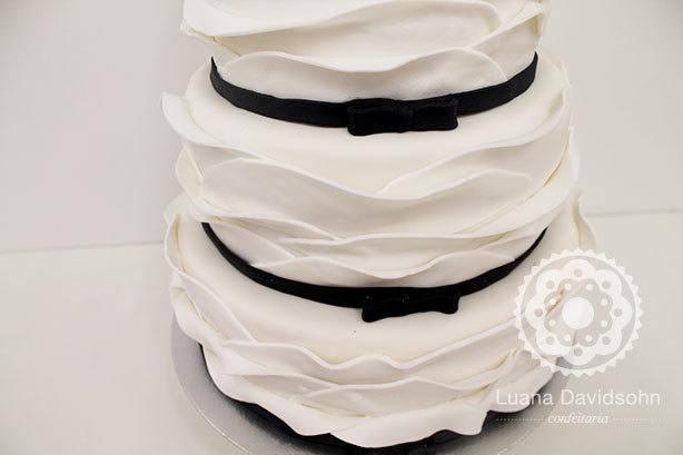 Bolo Branco e Preto Casamento