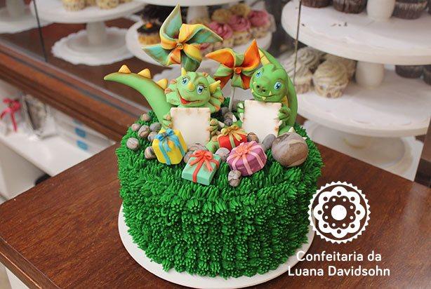 Bolo com Dinossauros | Confeitaria da Luana