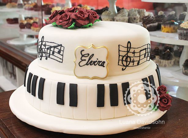 Bolo Pianista para Aniversário | Confeitaria da Luana