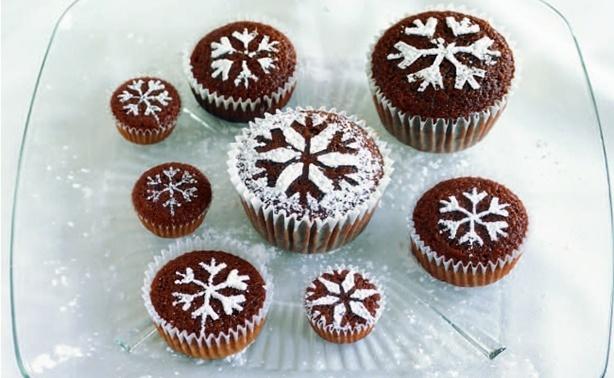 Como usar açúcar de confeiteiro na decoração de bolos e cupcakes | Confeitaria da Luana