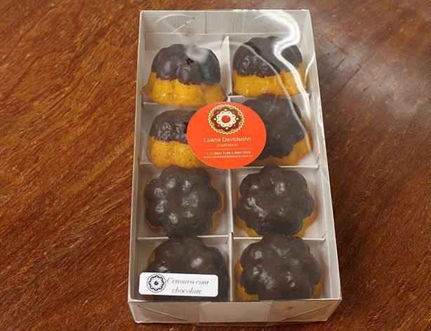 mini bolo de cenoura com chocolate