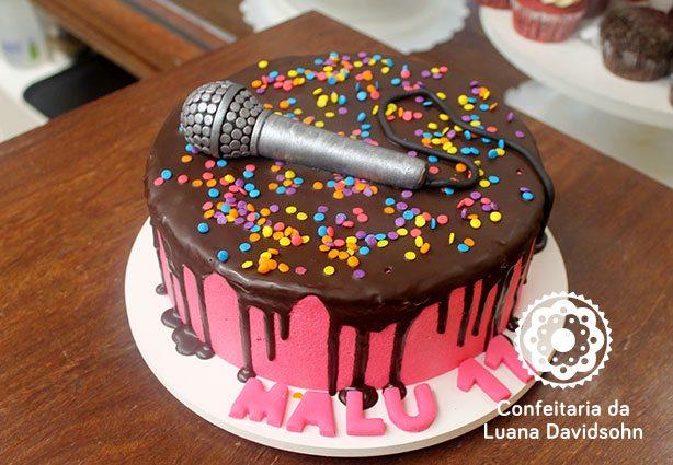 Bolo com Microfone | Confeitaria da Luana