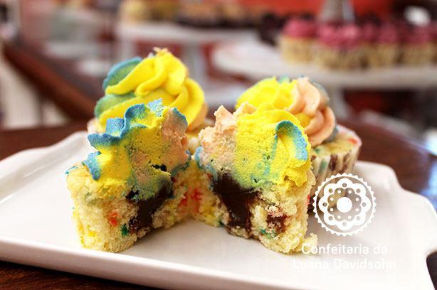 Cupcake Colorido Dia das Crianças | Confeitaria da Luana