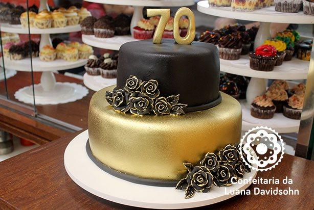bolo dourado e preto