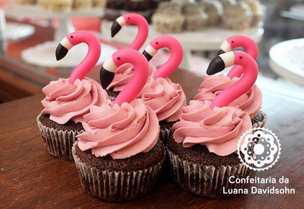 bolo e cupcake de flamingo