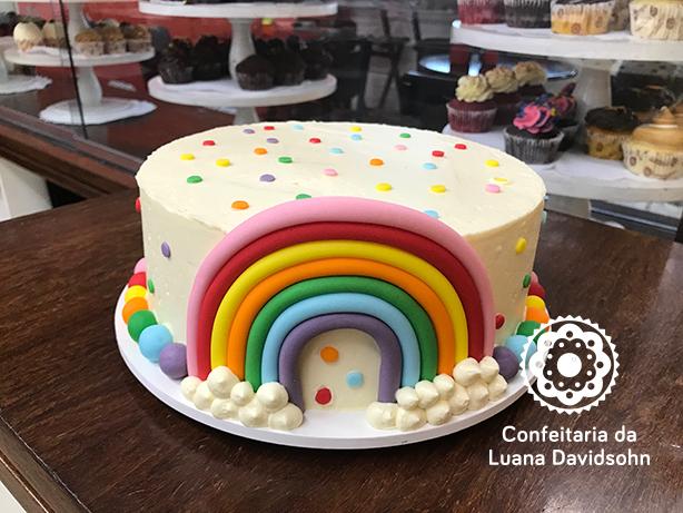 Bolo Arco-íris | Confeitaria da Luana