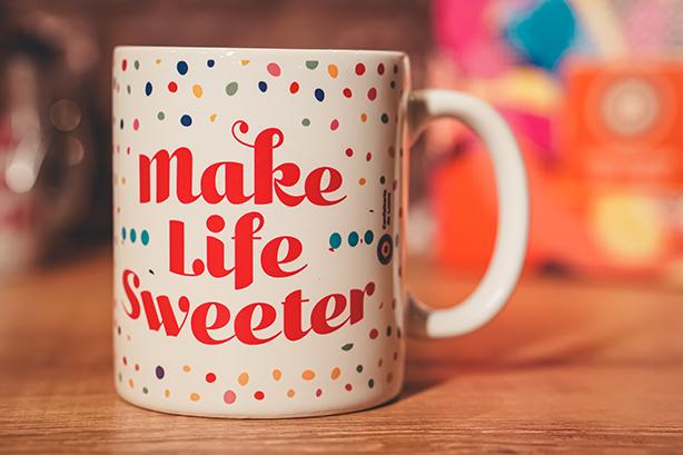 Caneca MAKE LIFE SWEETER + Cupcake Chocolate | Confeitaria da Luana