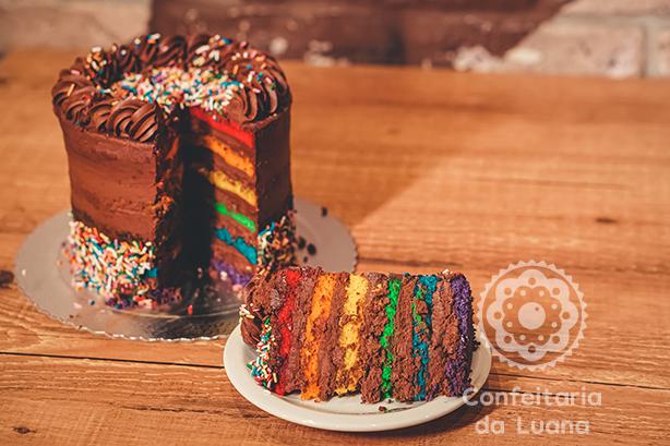 bolo arco-íris meio amargo